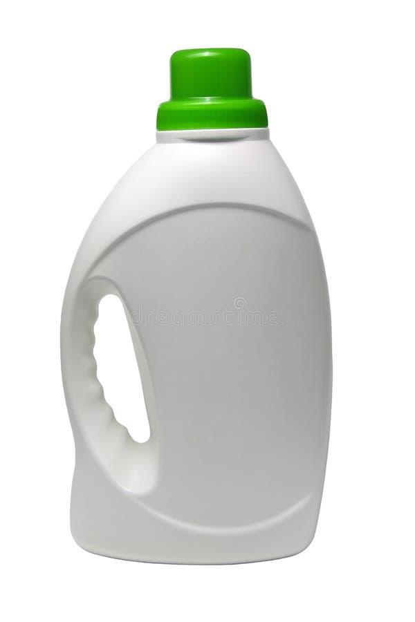 Пластиковая белая бутылка с зеленой крышкой для детержентного очищая агента белизна изолированная предпосылкой стоковые изображения rf