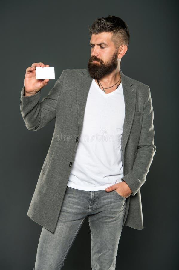 Пластиковая карта банка Кредит легких денег Которая карта банка легкая для того чтобы получить легкая покупка Кредитная карточка  стоковые фотографии rf