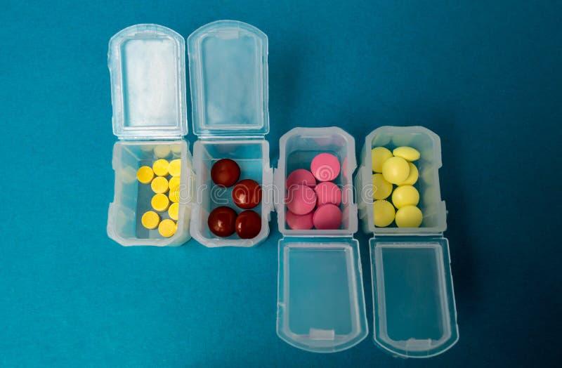 Пластиковые коробки с планшетами, medicament, концом вверх стоковая фотография