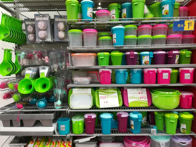 Пластичные предметы домашнего обихода стоковое изображение
