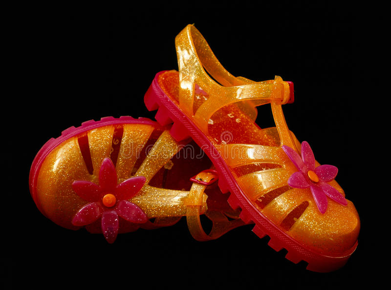 пластичные сандалии стоковое изображение rf