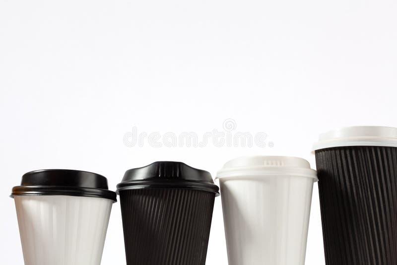 4 пластичных кофейной чашки в ряд стоковые изображения