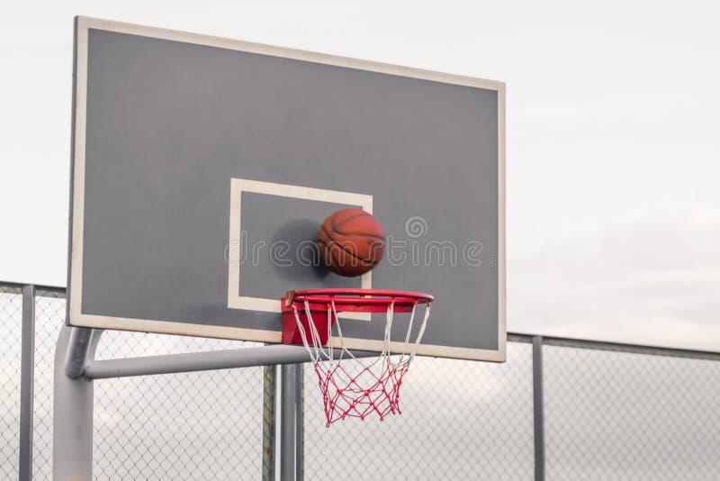 Платформа для конкуренций баскетбола Баскетбол ударяет shie стоковая фотография rf