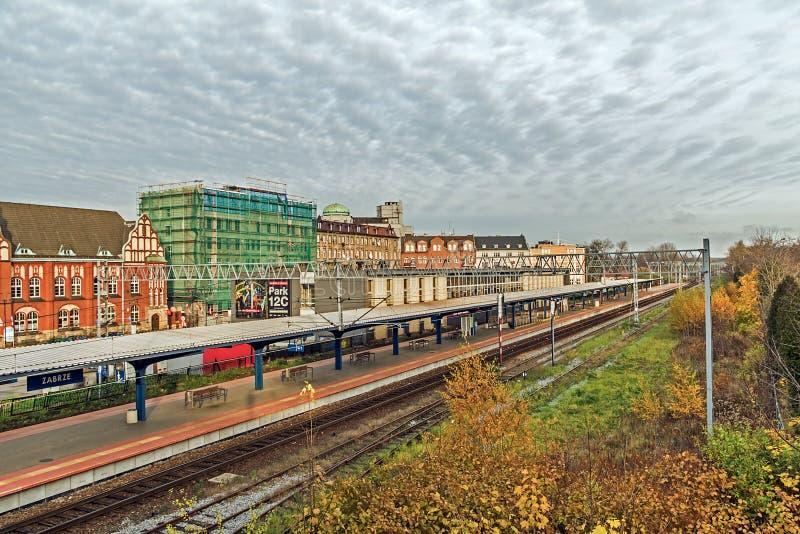 Платформа и станция поезда Zabrze главным образом стоковое изображение rf