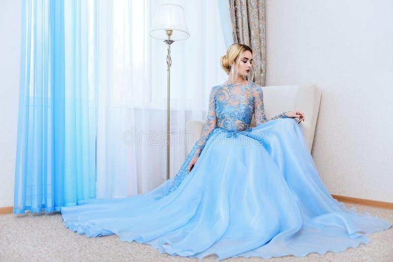 Платье вечера или свадьбы стоковые изображения
