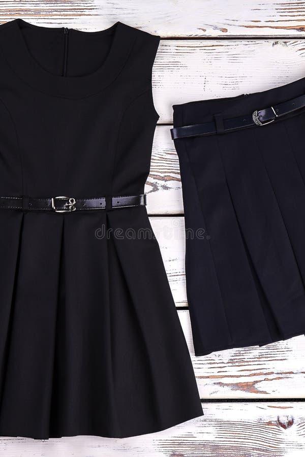 Платье и юбка подпоясанные чернотой стоковое фото rf