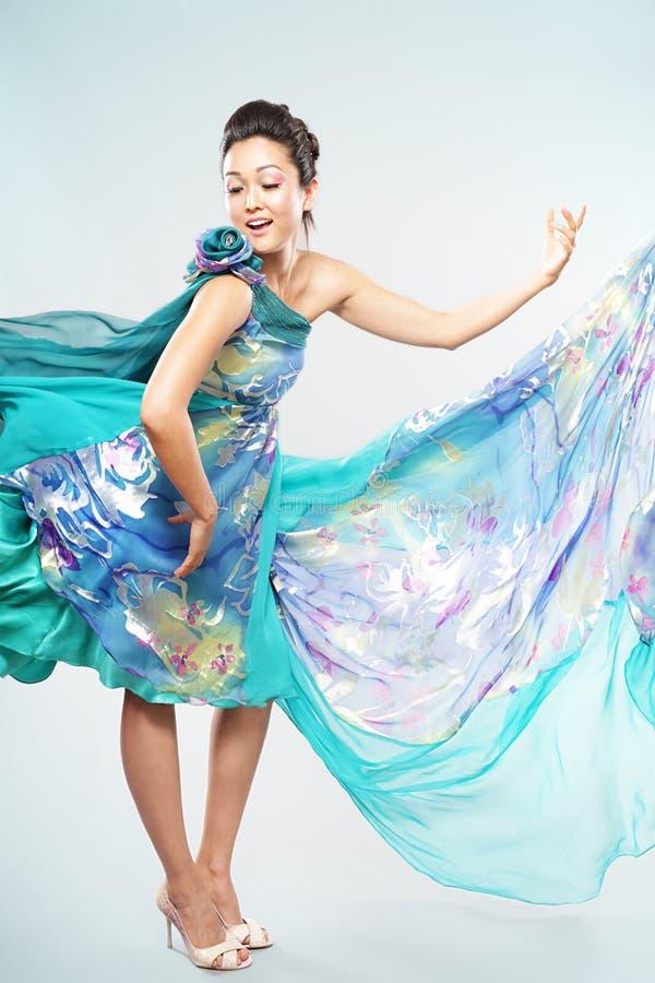 платье с показывать стоковые фото