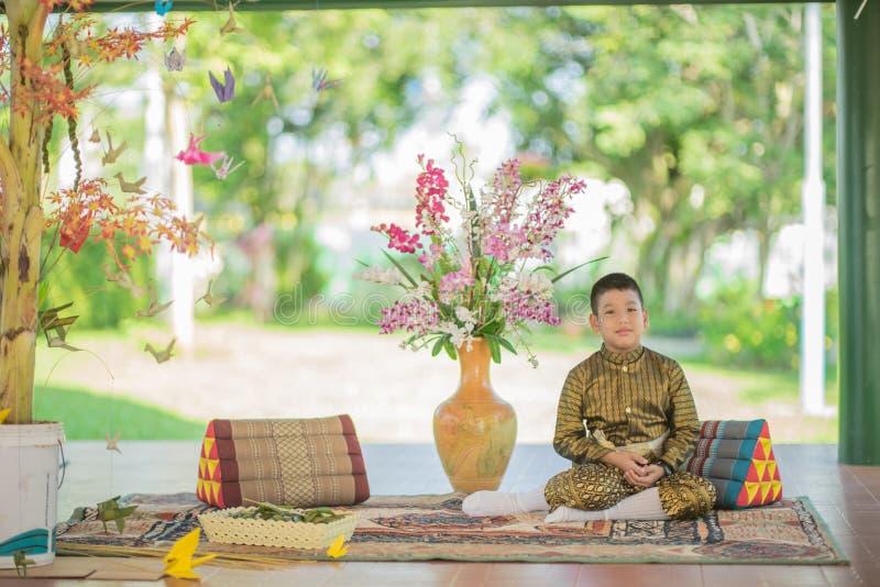 Платье тайского ребенка традиционное стоковое изображение rf
