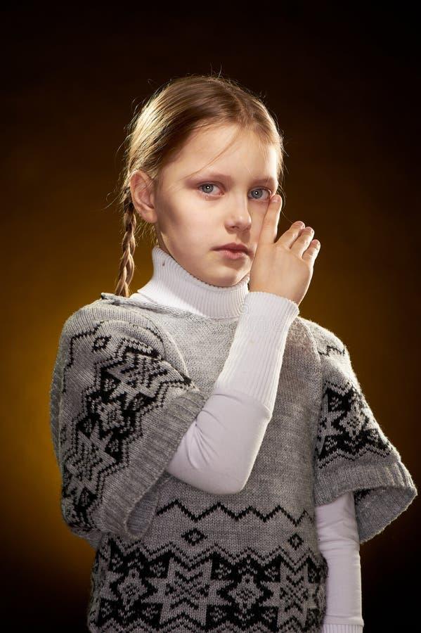 Download плача девушка немного стоковое изображение. изображение насчитывающей кавказско - 18381113