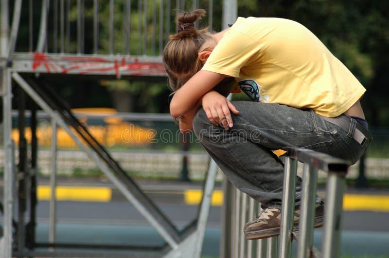 плача детеныши парка девушки стоковое фото rf
