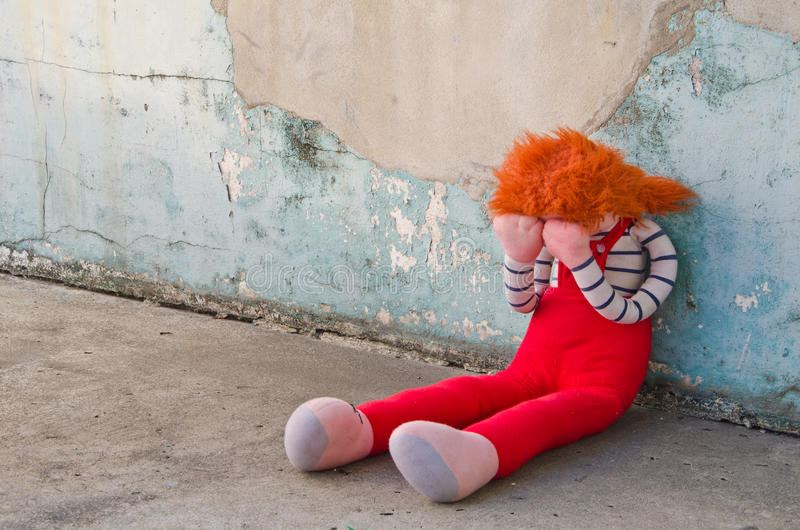 плача кукла стоковая фотография