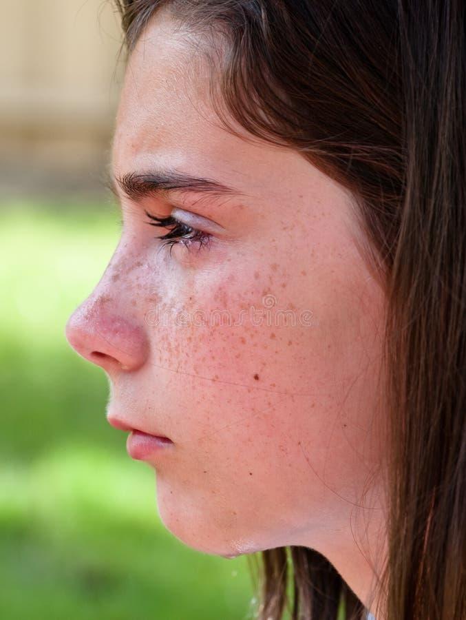 плача профиль девушки стоковое фото rf
