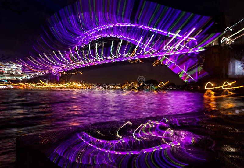 Плетки - мост гавани Сиднея смотря очень блестящее абстрактное изображение стоковое изображение rf