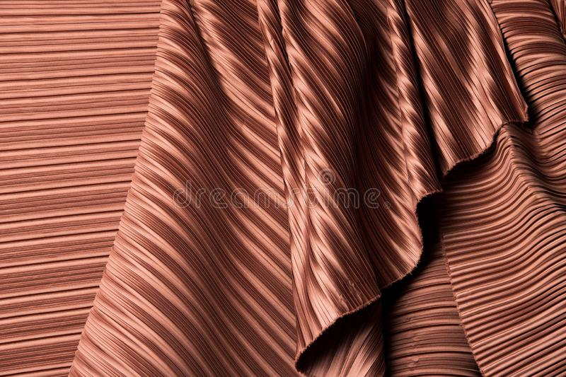 Плиссированная ткань в длинной очереди задрапировать с тенью стоковое фото