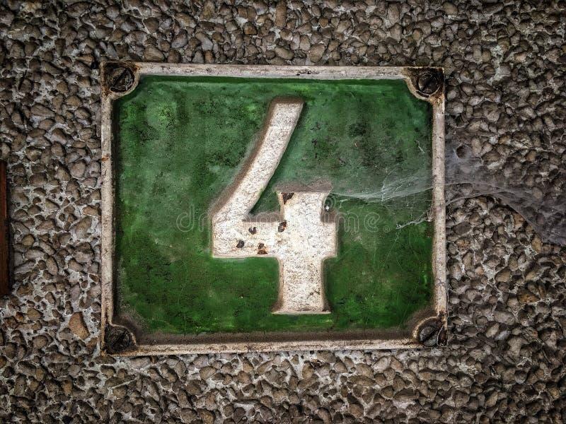 Плита винтажного металла квадрата grunge ржавая номера адреса улицы с номером стоковое изображение