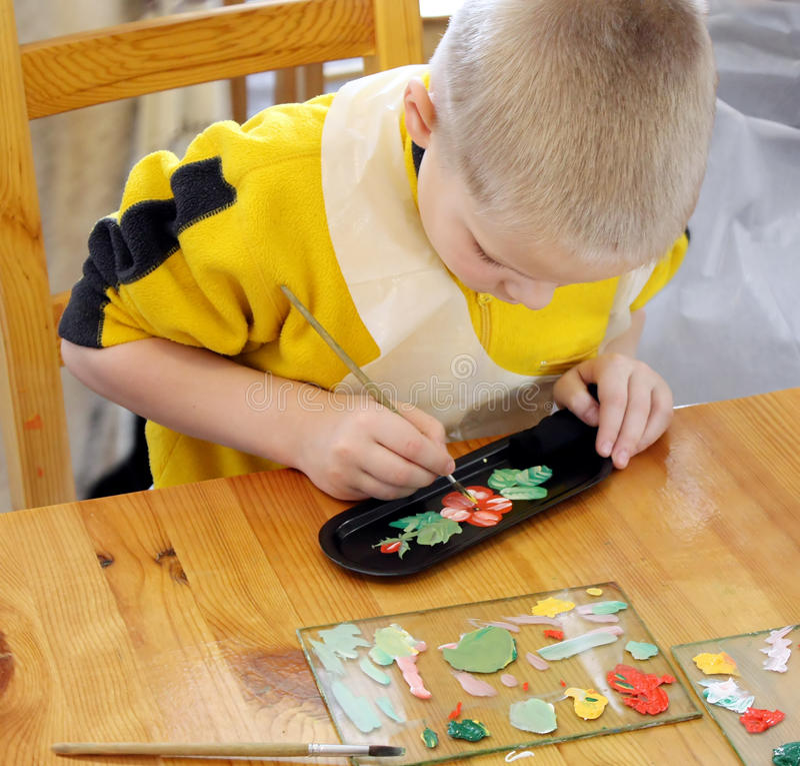 плита картины мальчика стоковое изображение