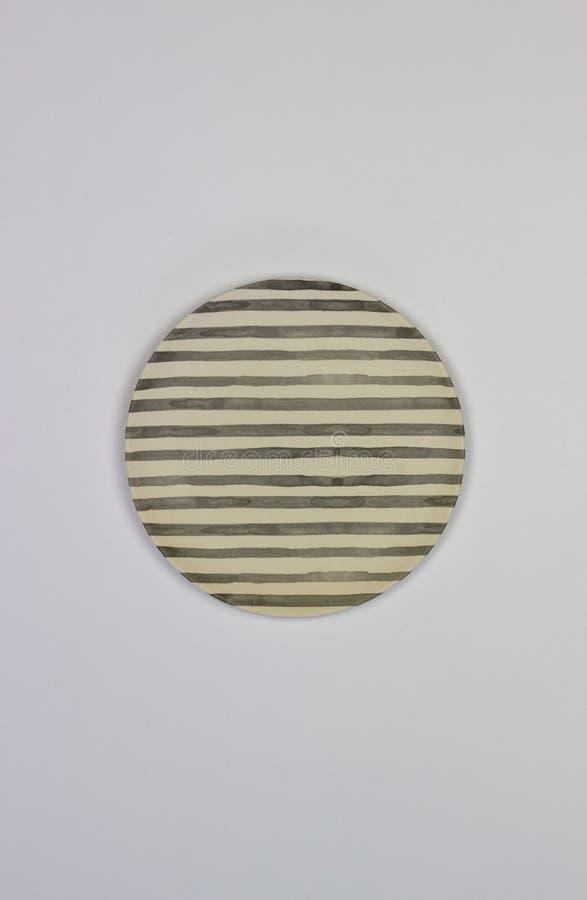 Плита на белой предпосылке minimalism стоковое изображение