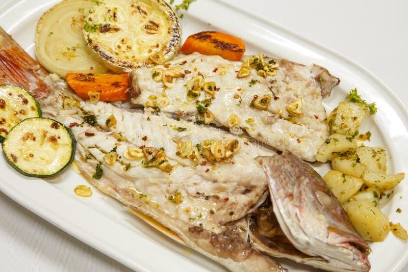 Плита рыб стоковые фото