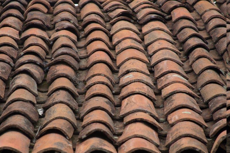 Плитки Adobe на крыше стоковая фотография rf