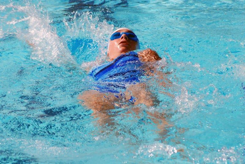 пловец backstroke стоковое фото rf