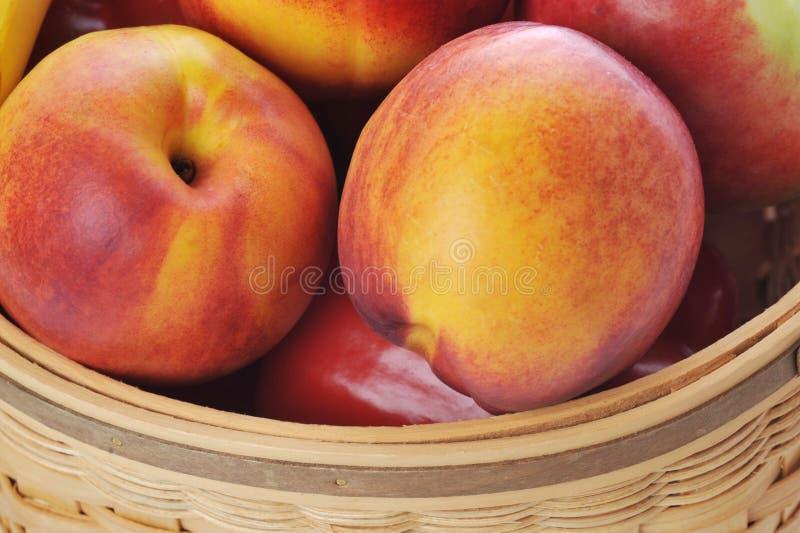 плодоовощи корзины различные стоковые фотографии rf