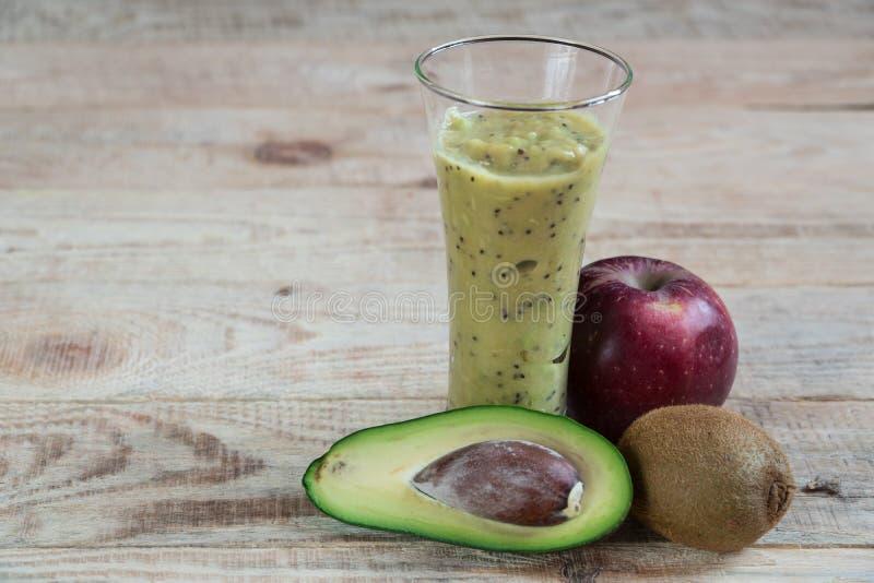 Плодоовощ коктеиля Диета авокадоа Яблока кивиа Правильное питание стоковая фотография
