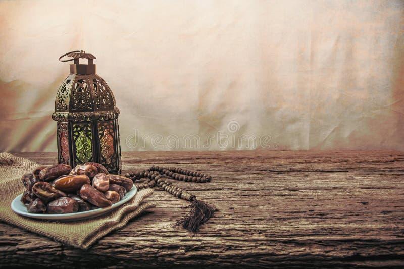 Плодоовощ финиковой пальмы или kurma, еда ramadan, стиль изображения винтажный стоковое изображение rf