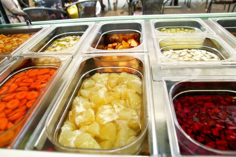 Плодоовощ Smoothie Комплект десерта плодоовощ для делает smoothie Соки свежих фруктов на рынке стоковая фотография rf