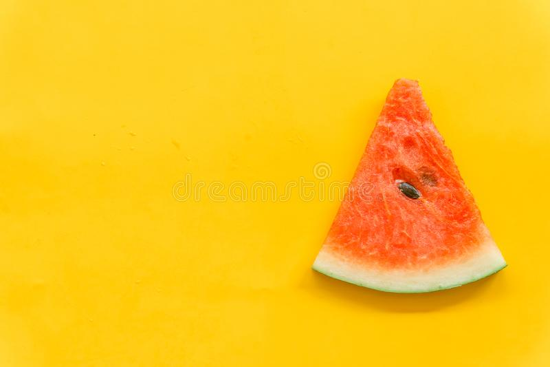 Плоды лета со свежим арбузом на желтой предпосылке цвета стоковое фото rf