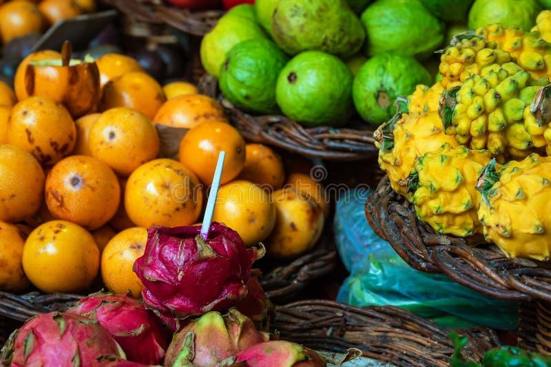 Плоды на рынке в Фуншале на острове Мадейре, Португалии стоковые фотографии rf
