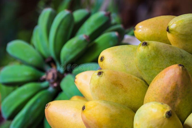 Плоды на рынке в Фуншале на острове Мадейре, Португалии стоковые фото