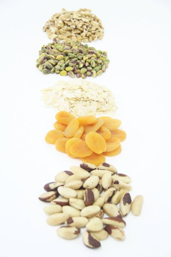 Плод изолированный обзором белый предпосылки гайки грецкого ореха миндалины фисташки Дамаска сухой Сан-Паулу Бразилия стоковые фотографии rf