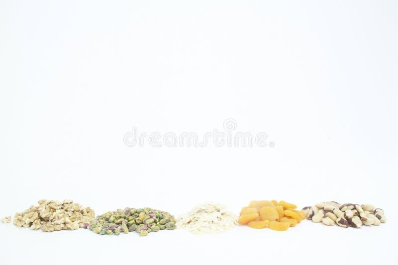 Плод изолированный обзором белый предпосылки гайки грецкого ореха миндалины фисташки Дамаска сухой Сан-Паулу Бразилия стоковая фотография
