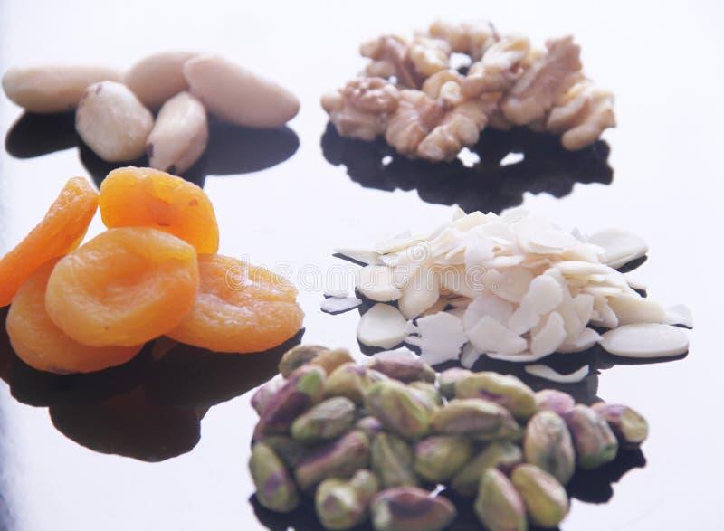 Плод изолированный обзором белый предпосылки гайки грецкого ореха миндалины фисташки Дамаска сухой Сан-Паулу Бразилия стоковая фотография rf