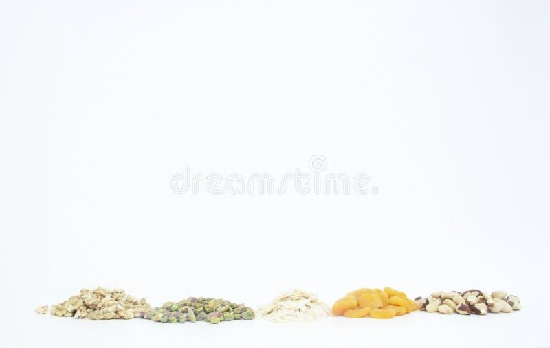 Плод изолированный обзором белый предпосылки гайки грецкого ореха миндалины фисташки Дамаска сухой Сан-Паулу Бразилия стоковые изображения