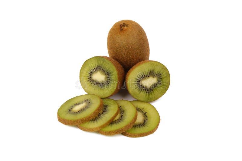 Плод кивиа - свежие отрезанные кивиы изолированные на белизне стоковые изображения