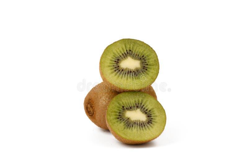 Плод кивиа - свежие отрезанные кивиы изолированные на белизне стоковые фотографии rf