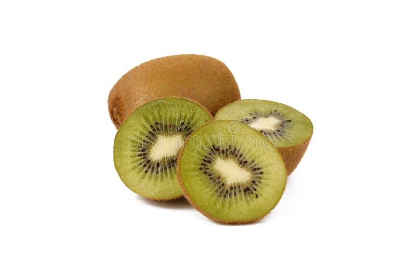 Плод кивиа - свежие отрезанные кивиы изолированные на белизне стоковые фото