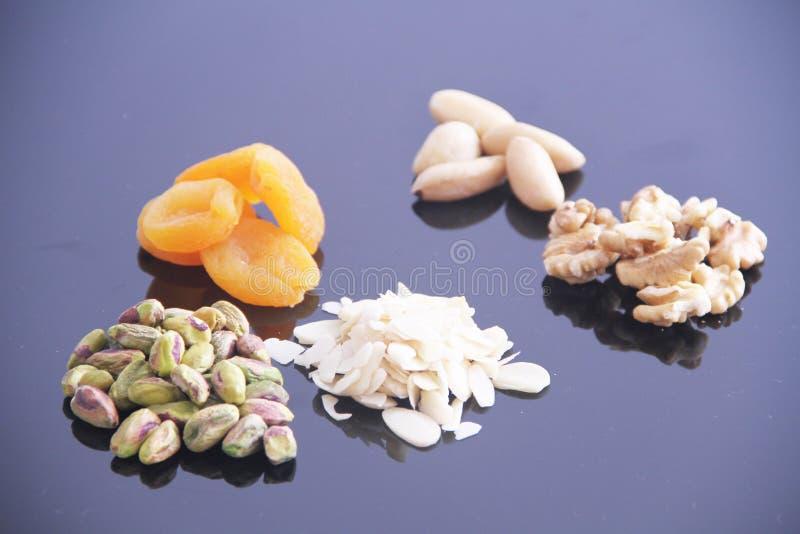 Плод сухой Сан-Паулу Бразилия предпосылки обзора гайки грецкого ореха миндалины фисташки Дамаска белый стоковое фото rf