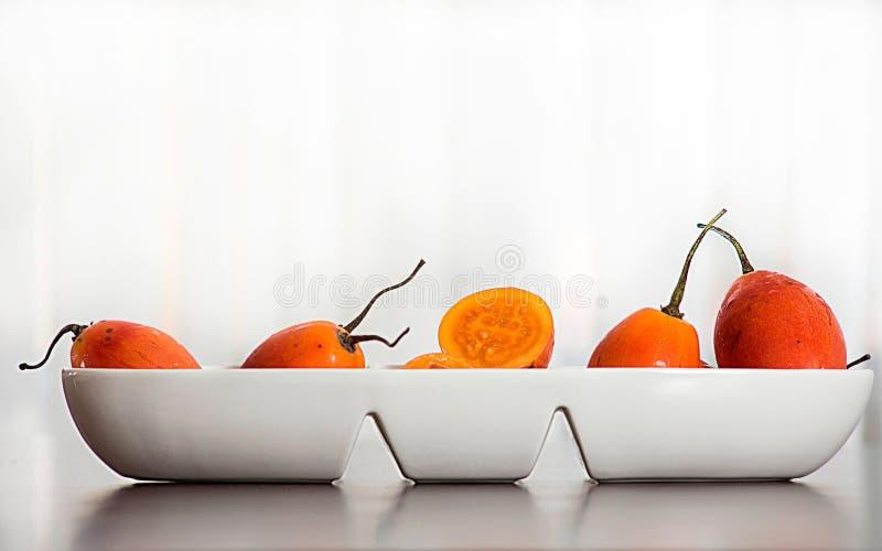 Плод betaceum- Solanum экзотический тропический вызвал томат дерева с белой предпосылкой стоковое изображение