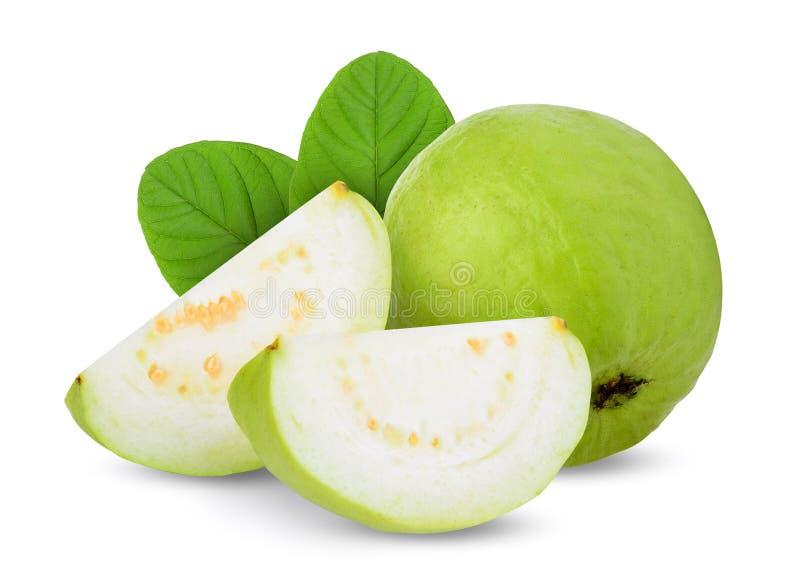 Плод guava целого и кусков с листьями изолированными на белизне стоковое фото rf