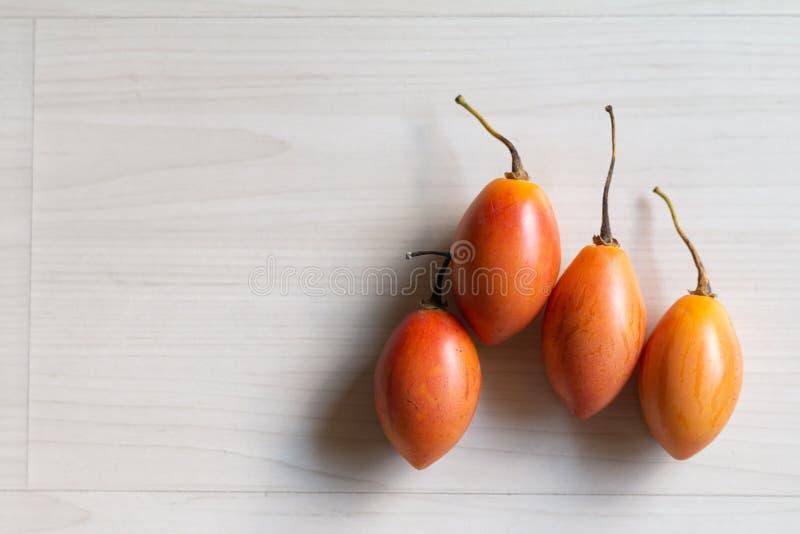 Плод Tamarillo на таблице стоковая фотография