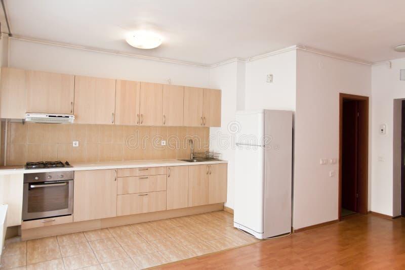 плоская кухня самомоднейшая стоковые изображения rf