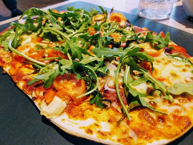 Плоская пицца хлеба стоковые изображения