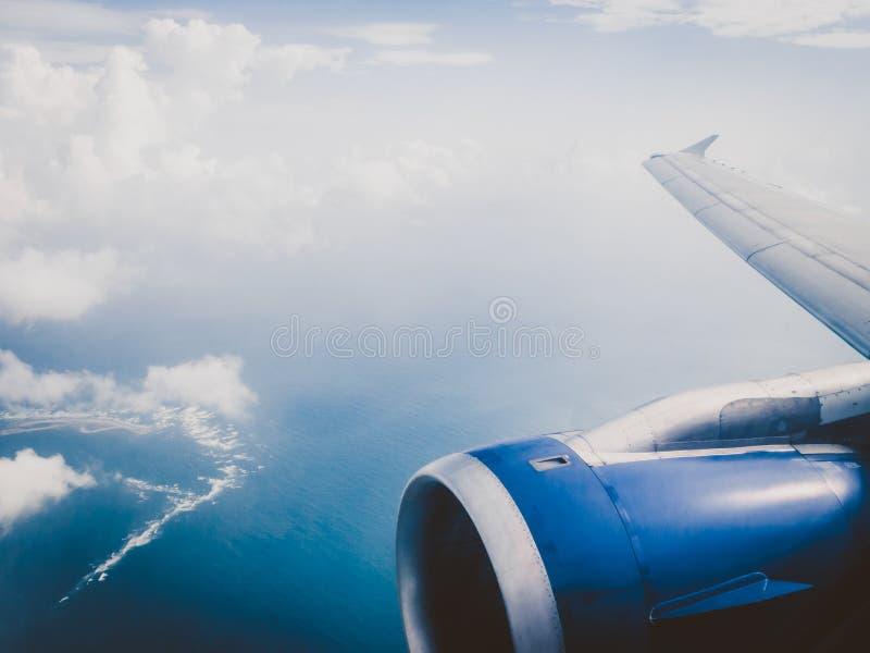 Плоский взгляд окна с небом стоковая фотография