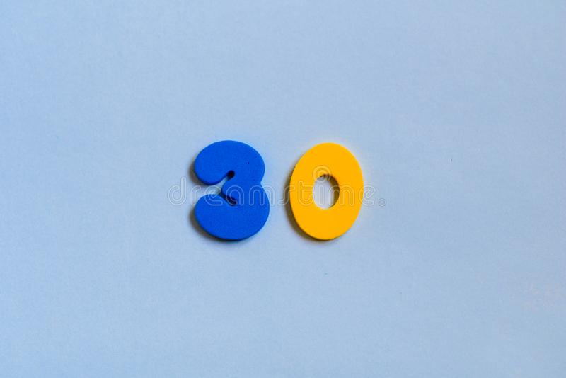 Плоский положенный номер взгляда сверху стоковое фото rf