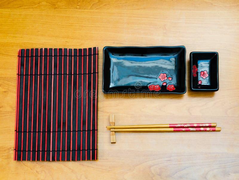 Плоское положение утвари пустых суш установленной на столе стоковая фотография