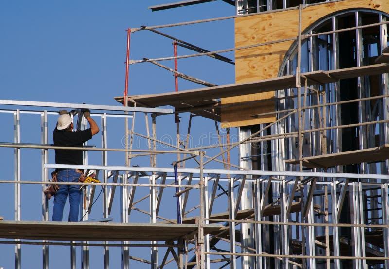 плотник старательно работая стоковая фотография rf