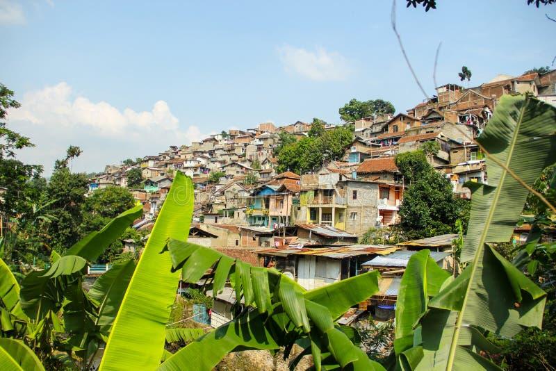 Плотно заселенное поселение на Бандунге Индонезии стоковые фотографии rf
