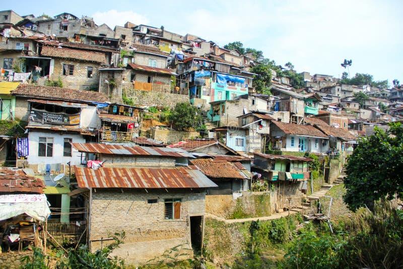 Плотно заселенное поселение на Бандунге Индонезии стоковая фотография